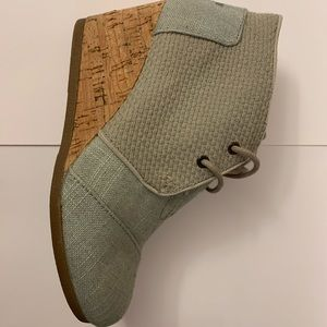 Like new! TOMs canvas and cork wedges